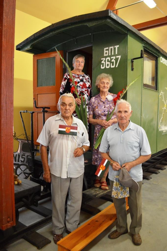 Dzelzceļnieki pie dienesta vagona