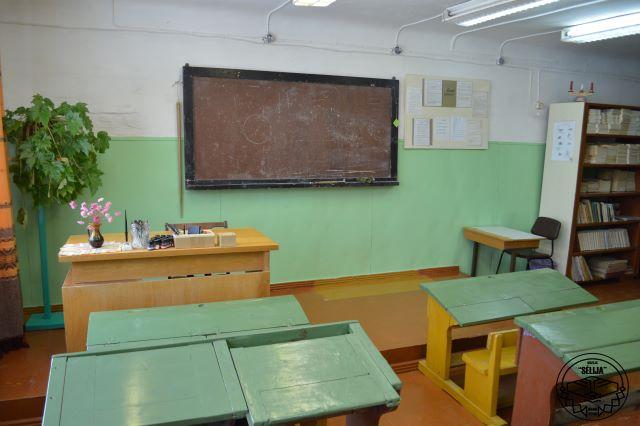 Muzeja literatūras klasē saglabāts autentisks 20. gs. vidus mācību klases interjers.