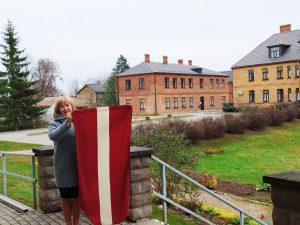 Tautas frontes Viesītes nodaļas Latvijas karogs