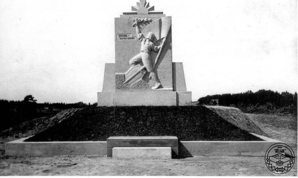 Viesītes Brīvības piemineklis 20. gadsimta 30. gados.